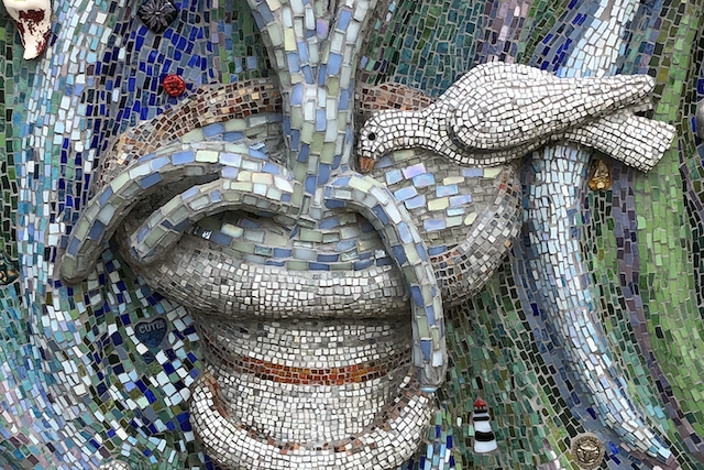 mosaic of bird in a fountain, give gratitude before a healing
